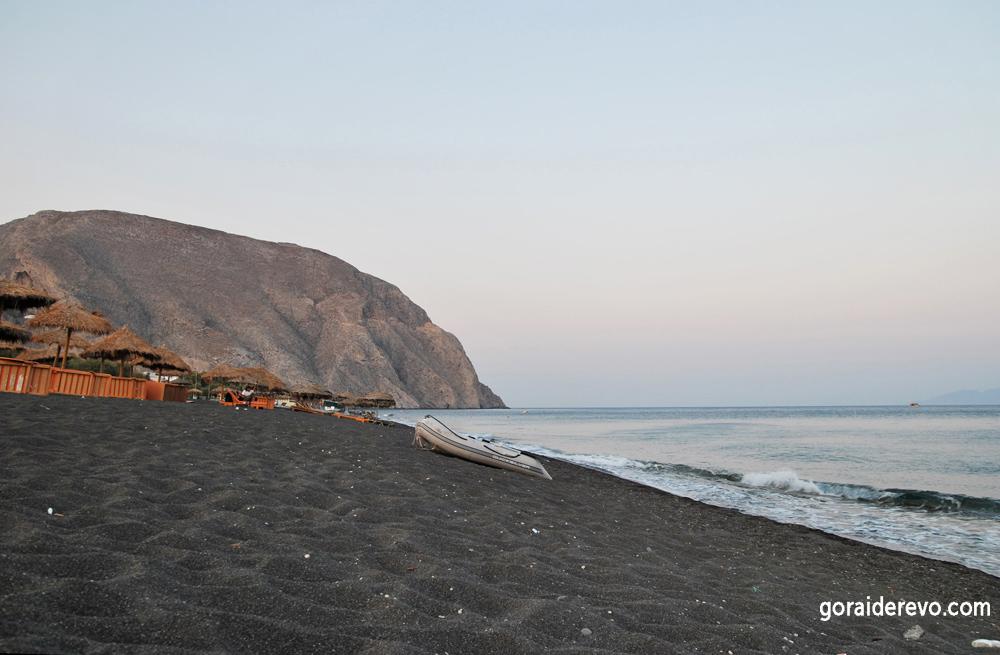 чёрный пляж Санторини