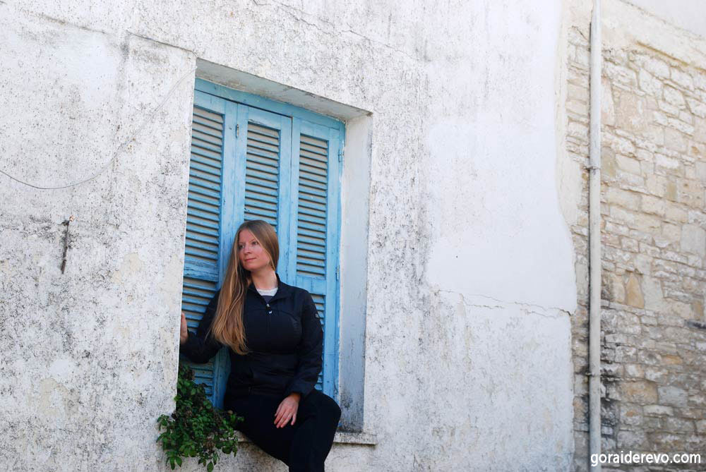 голубые греческие ставни