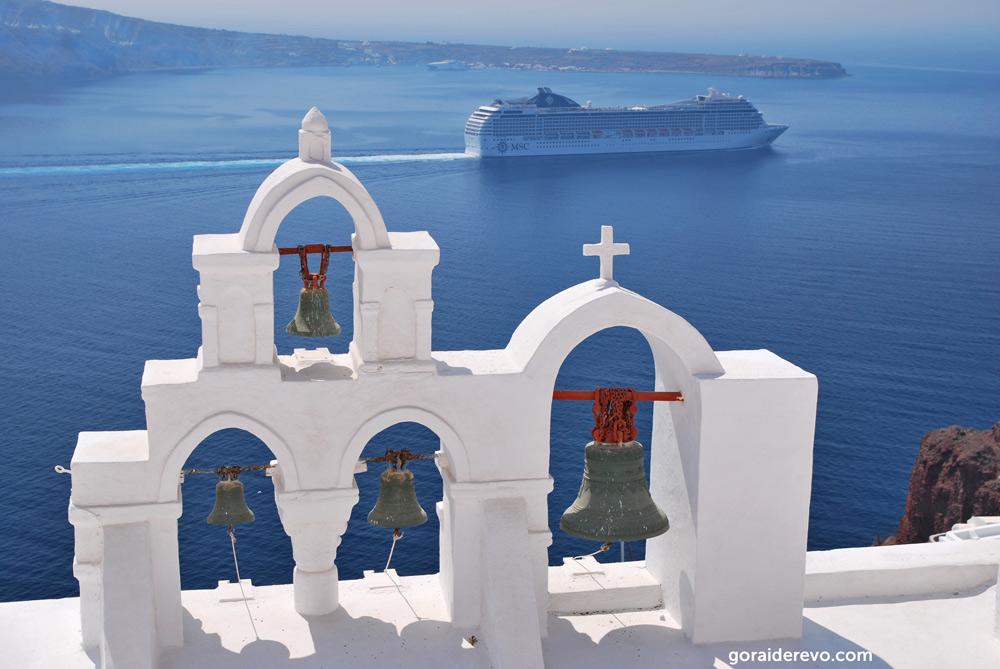 церковь на скале над морем