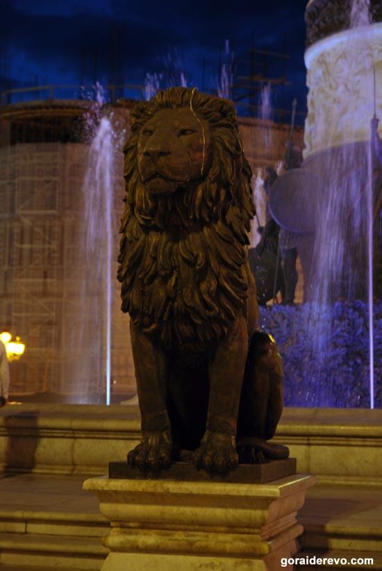 статуя льва Скопье