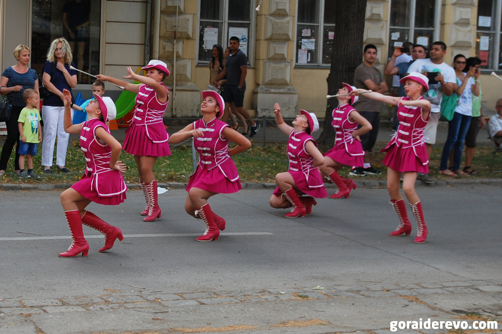 мажоретки карнавал