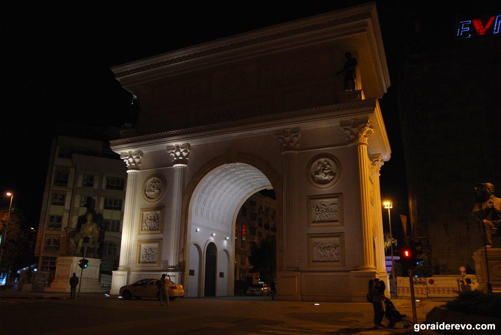 Триумфальная арка порта Македония