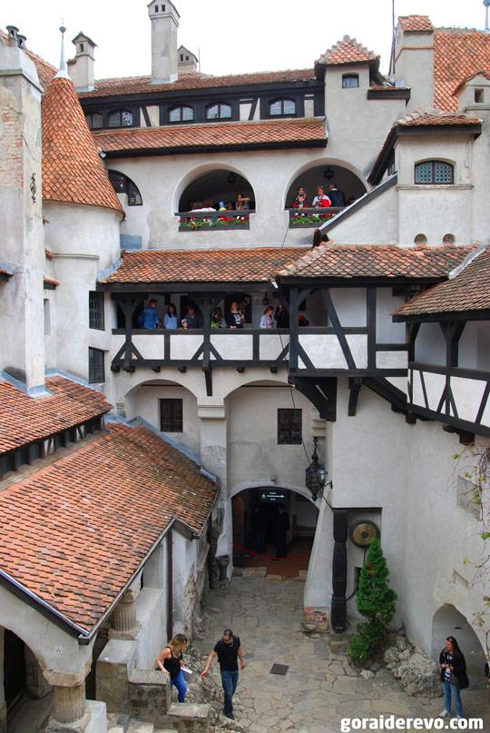 внутренний двор замка Бран