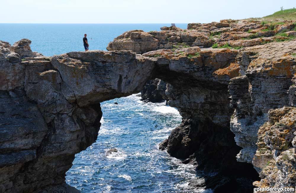 Скалы над морем