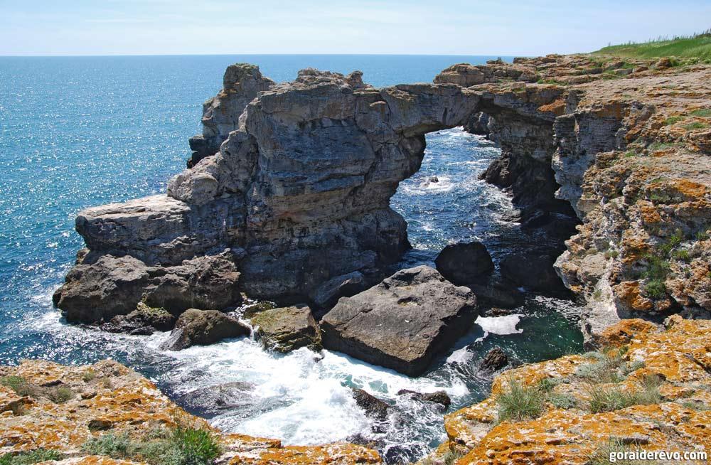 каменная арка в Тюленово