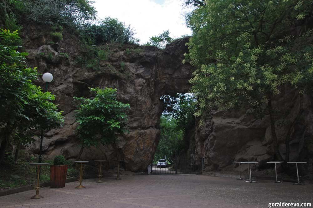 арка в скале