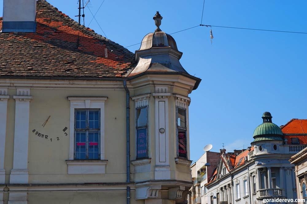 дом с солнечными часами