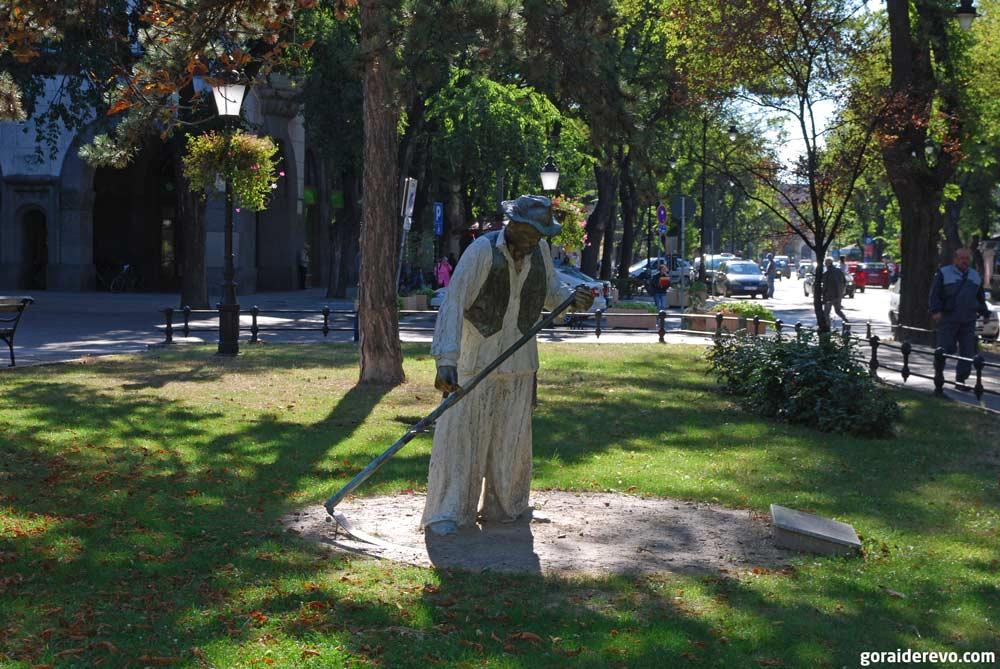 статуя жнеца в суботице